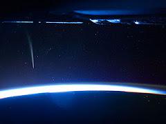 Cometa visto no horizonte