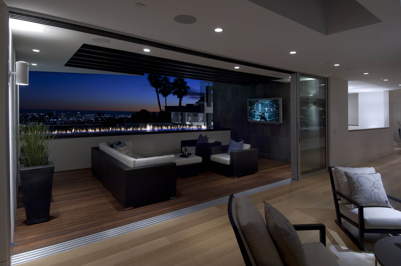 World of architecture impressive modern home in hollywood for Living room jazz los angeles