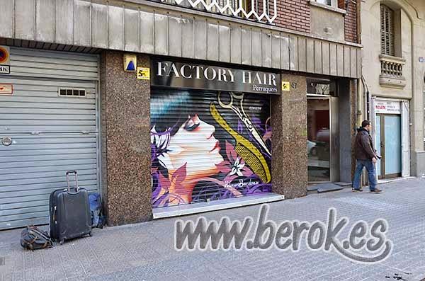 Graffiti profesional persiana peluquería de Barcelona