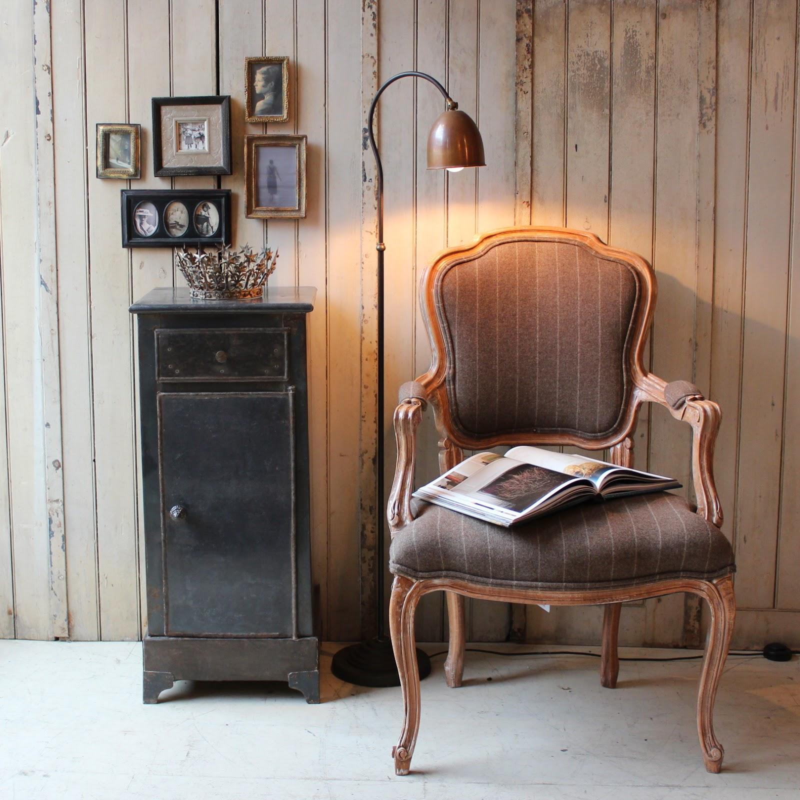 White hat architecture tendencias creativas en muebles for Muebles vintage