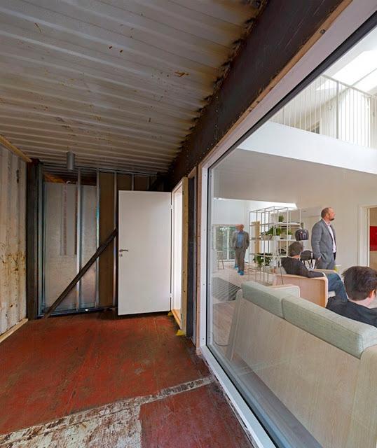 Kostengünstiges Bauen mit 3 Containern & raffinierter Holzverschalung