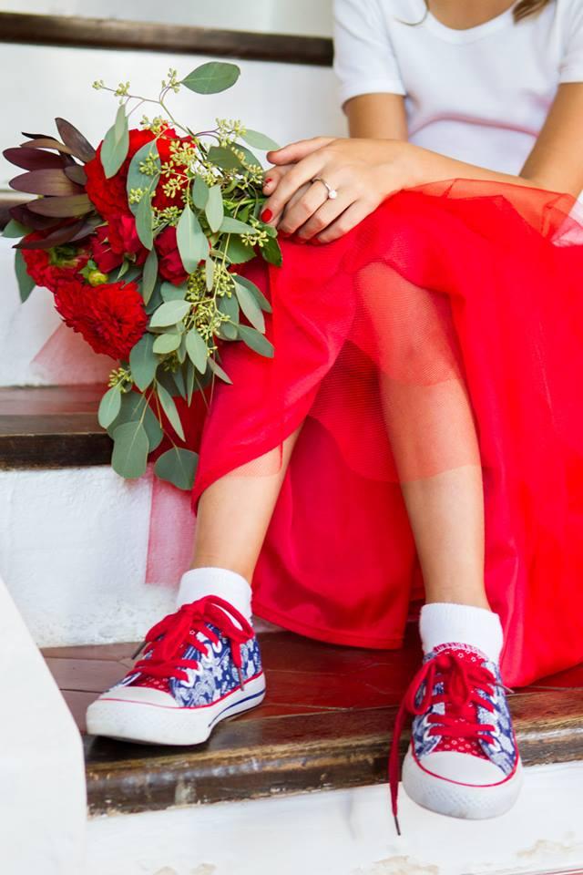 la petite boutique de fleurs le beau mariage en rouge de virginie et mathieu. Black Bedroom Furniture Sets. Home Design Ideas
