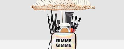 neceser con paraguas y productos de maquillaje waterproof