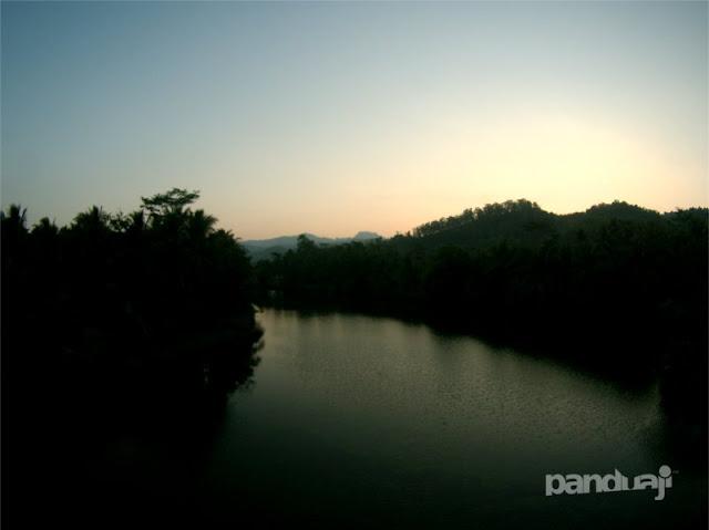 Sunrise diantara Kabut