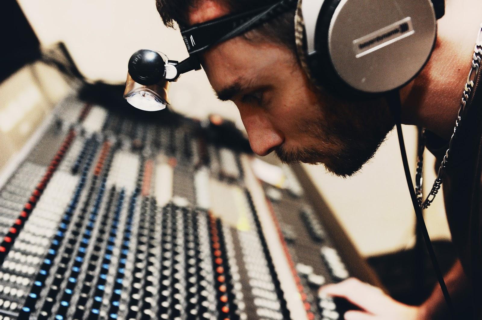 L'ingénieur du son Alexandre Serieis (Studio d'enregistrement Medusa Prod)