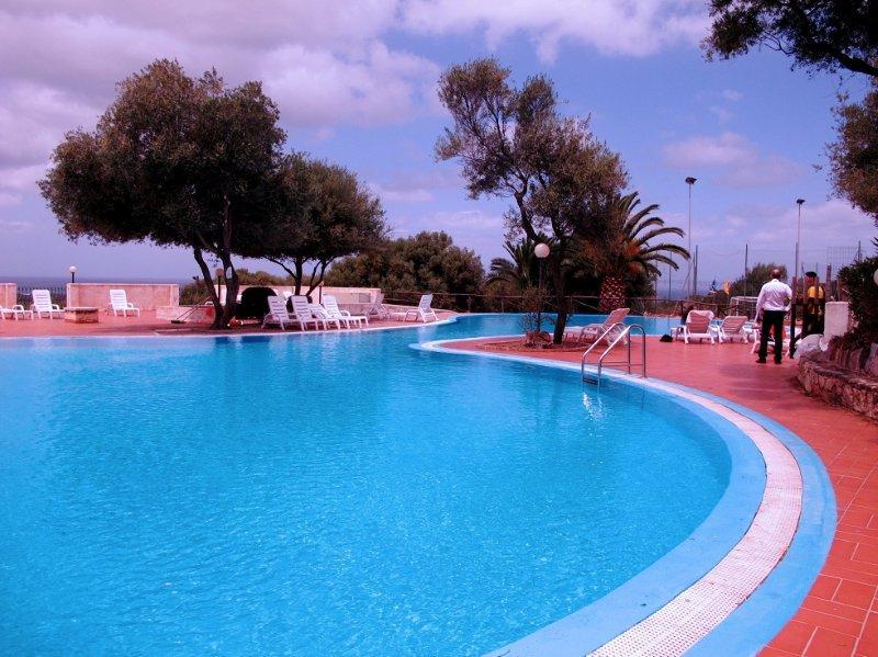 Comprare casa in sardegna occasione immobiliare a badesi for Comprare piscina