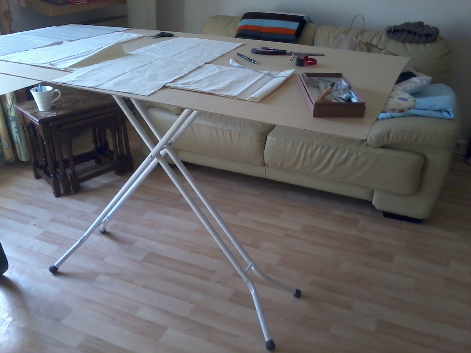 Folding cutting table - Download