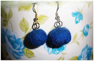 Χειροποίητα σκουλαρίκια με μπλε μπάλες felt