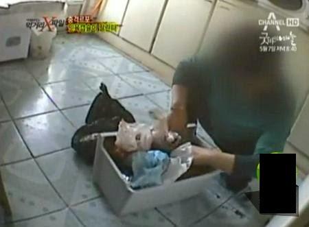 """Người phụ nữ chặt xác và nấu thịt người làm thức ăn để con trai được """"an toàn"""""""