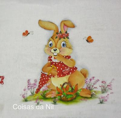 """""""pintura em tecido de coelha de pascoa com sombrinha e cesta de cenouras"""""""