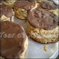 Pão de mel com cobertura de chocolate ao leite.