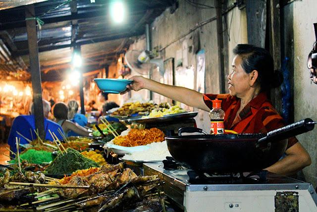 Puesto de comida en Luang Prabang, Viajes Laos