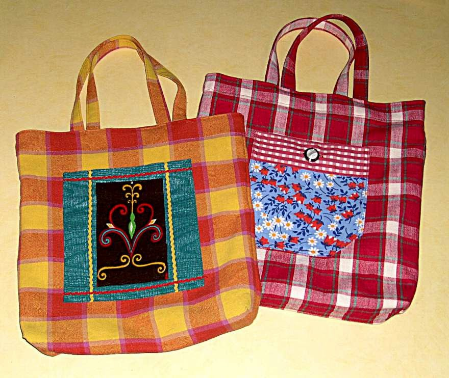 Handbagage Två Väskor : Tv? rutiga v?skor