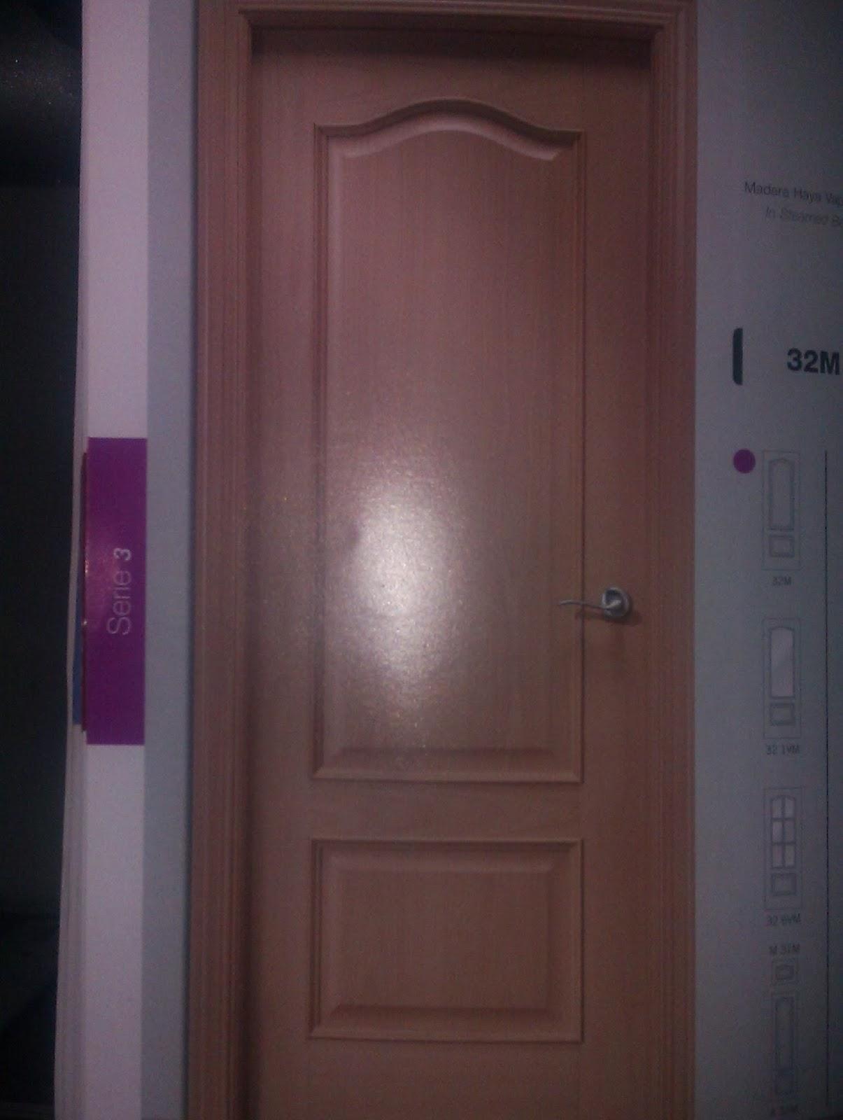 Puerta plafonada provenzal de roble.