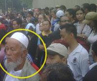 Ini gaya muka kaki gaduh ke? Nak pergi perang?? Kelakar lah! (Is this the face of a trouble-maker? Going to war?? That's funny!) www.klakka-la.blogspot