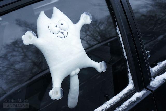 Кот Саймон - мягкая игрушка на присосках в автомобиль.