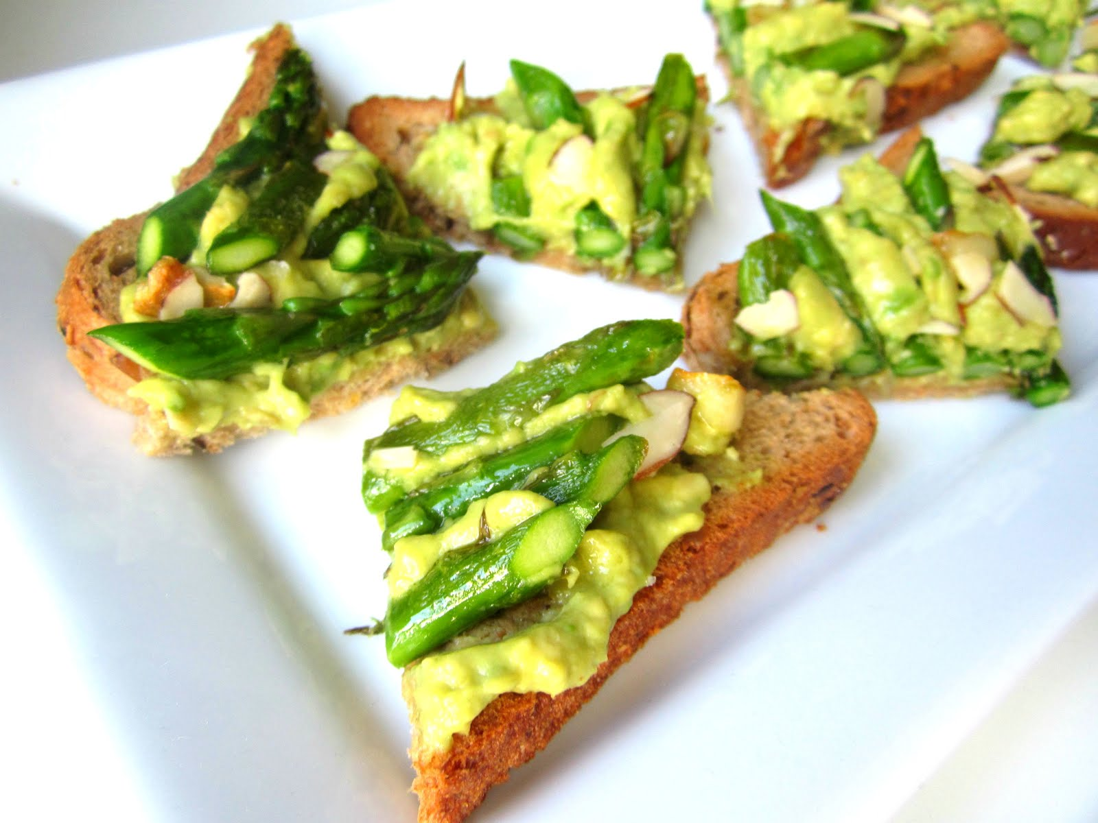 Stacey Snacks: What's for Lunch? Asparagus Avocado Tartines