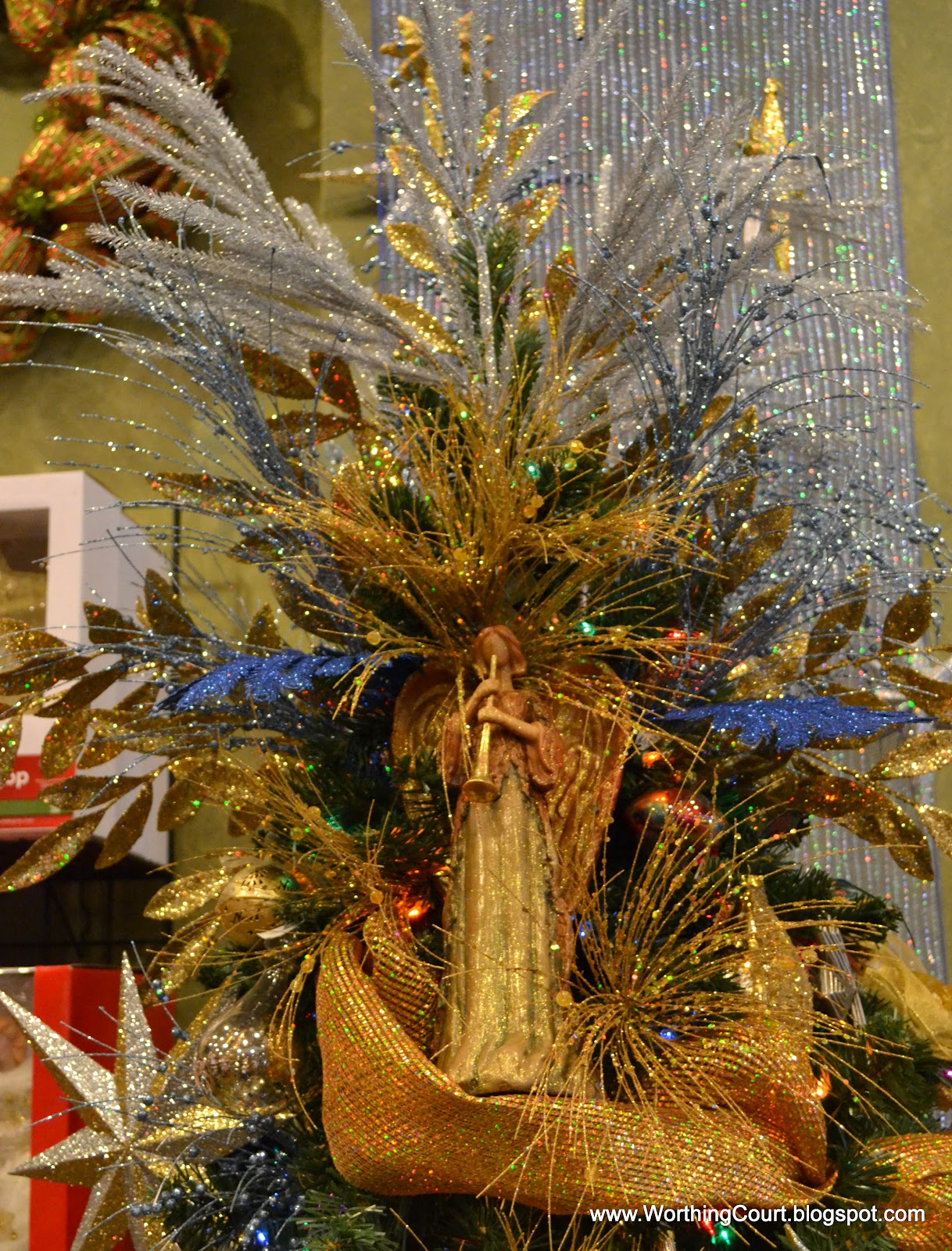 designers christmas decorating tips wreaths garlands and trees worthing court - Christmas Designers