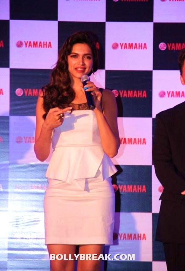 Deepika Padukone speaking on mic - Deepika Padukone new WALLPAPERS