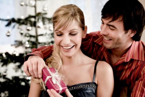 Lima Hal Yang MenandaKan Dia Serius Mencintai Anda