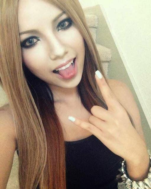 Foto Avril Lavigne terbaru