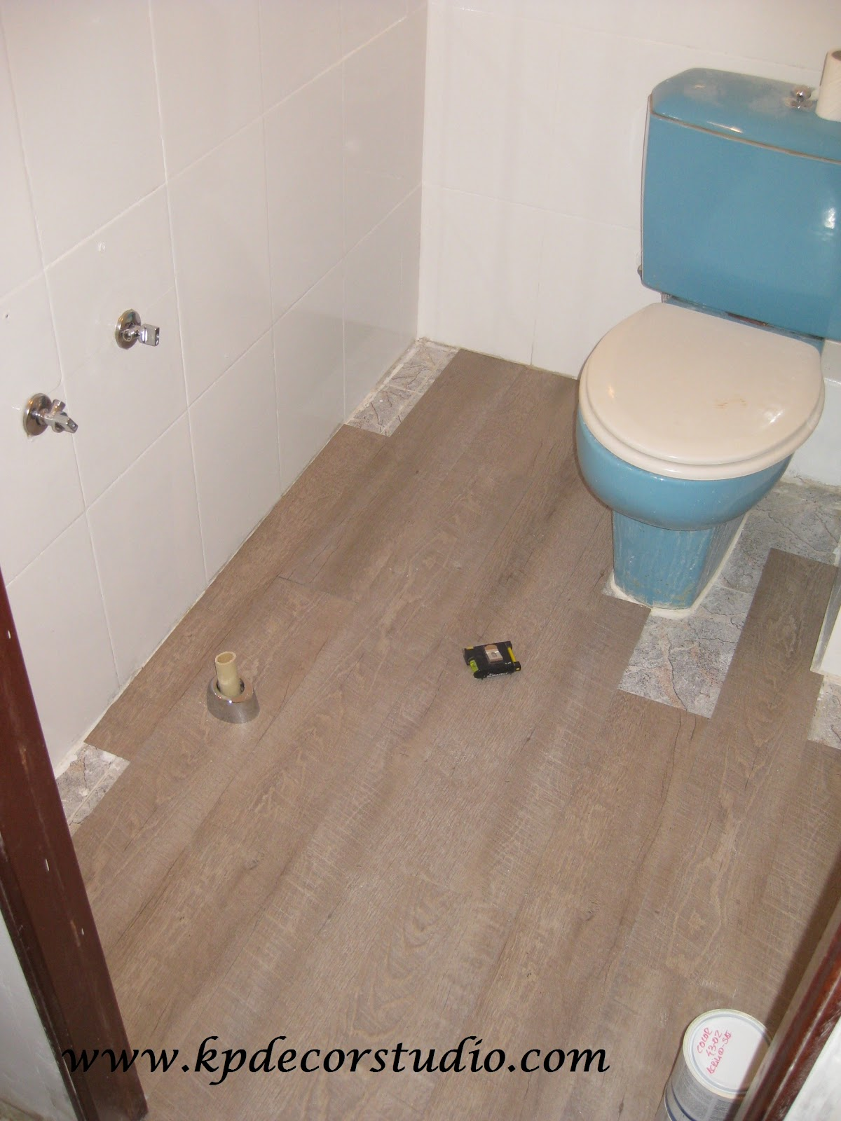 Kp decor studio reformando el ba o reforming the bathroom - Como colocar suelo de vinilo ...