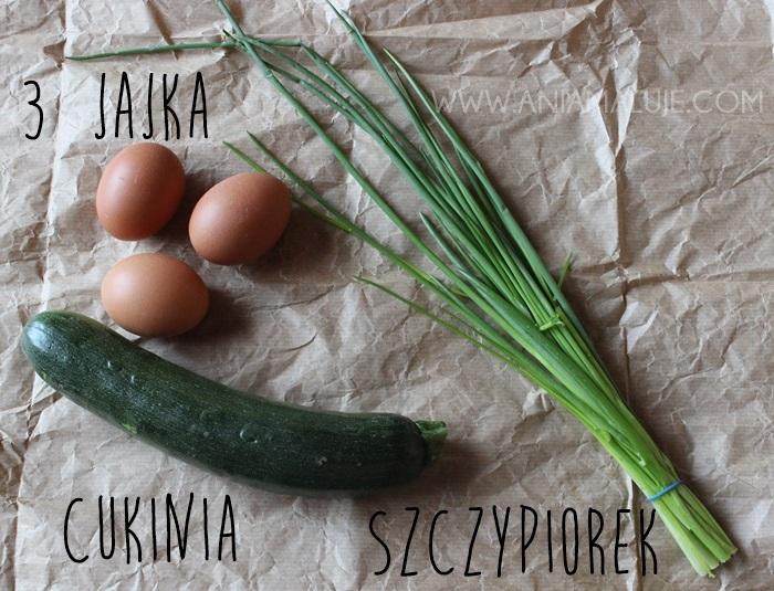 składniki : jaja, jajka, szczypiorek, cukinia