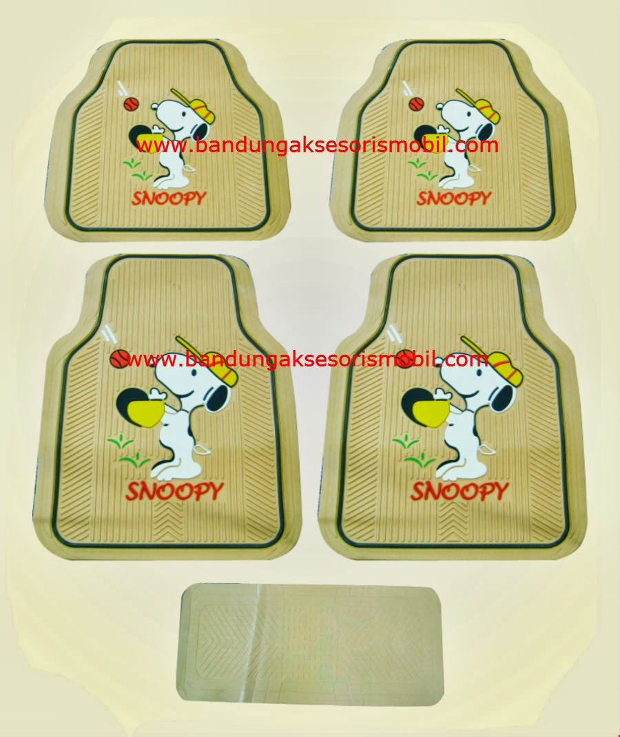 Karpet Snoopy Cream