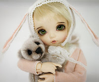 Boneka Bisou dan Isobel
