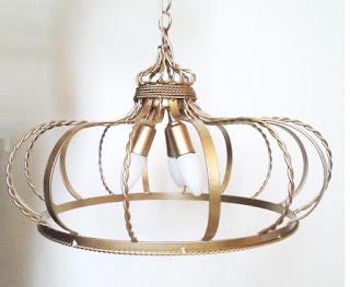 lustre para quarto do bebê formato coroa