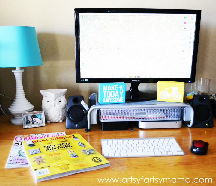 Desk Organization Tips and Tricks at artsyfartsymama.com #springcleaning #organization #FreshandFab