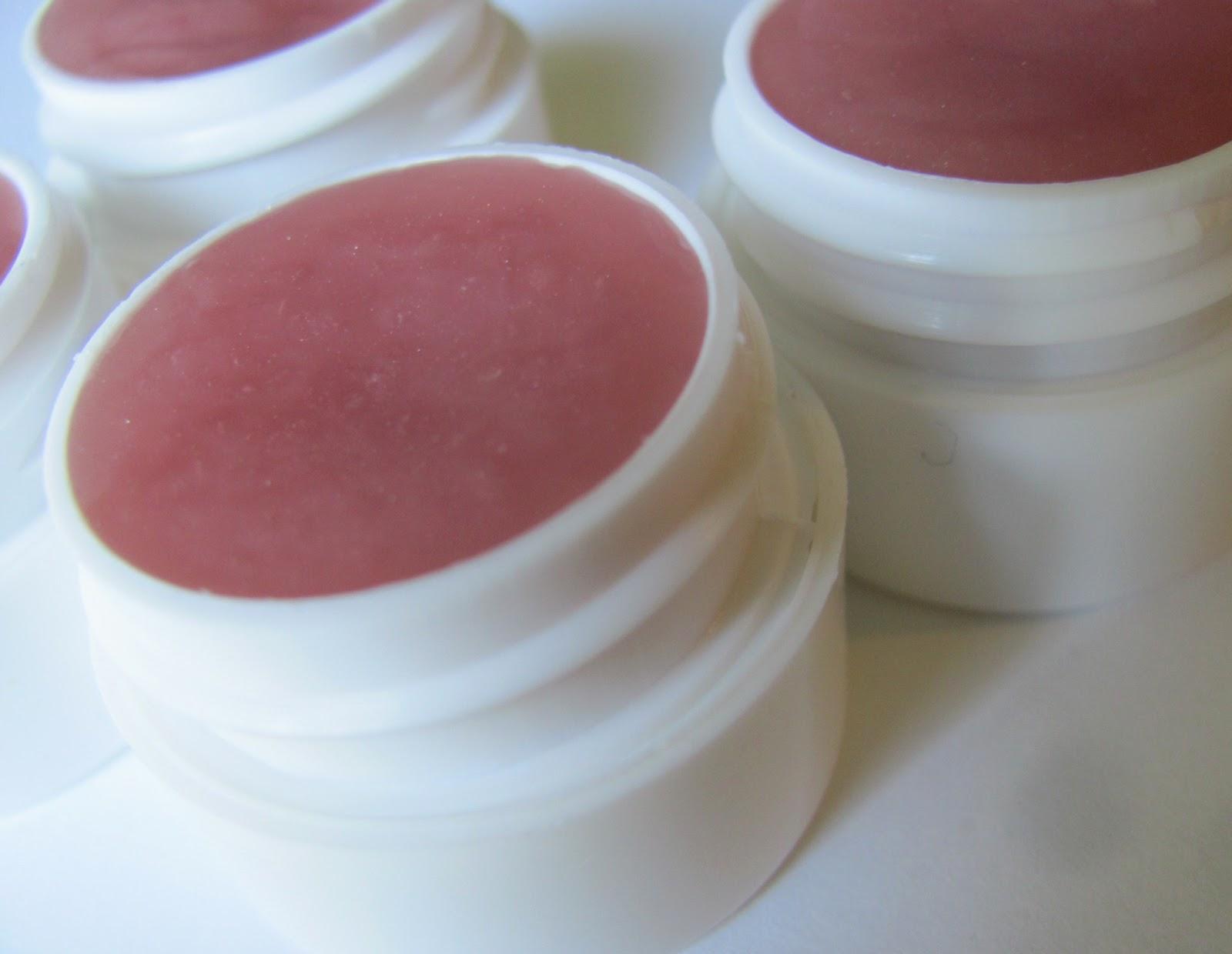 DIY Lip Balm - homemade lipbalm - simple to make! #diy #homemade #