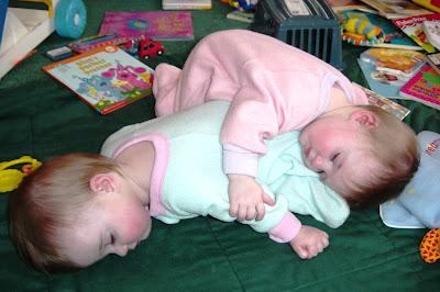 Gambar Penyebab Kehamilan Kembar