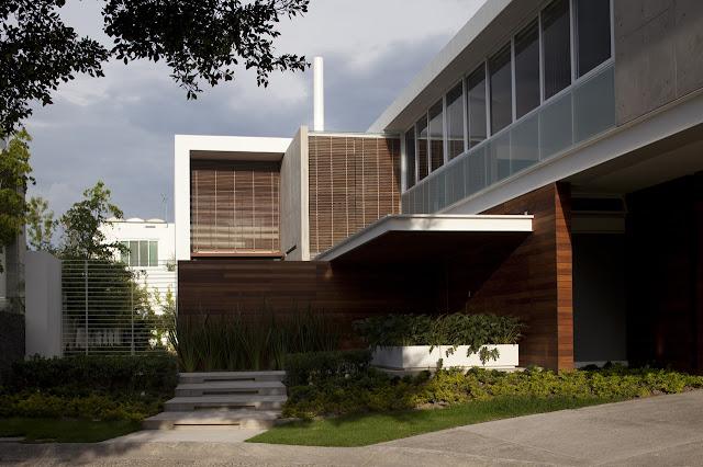 Entrance facade of the FF House in Mexico