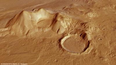Аппарат Mars Express обнаружил на красной планете русло реки