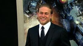 La star de Sons Of Anarchy Charlie Hunnam