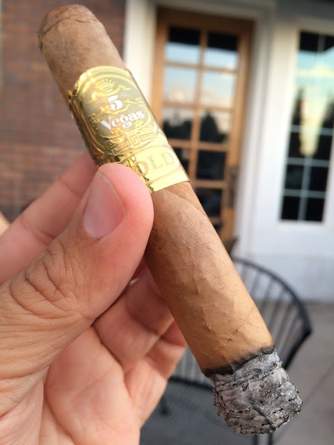 5 Vegas Gold Robusto cigar 2