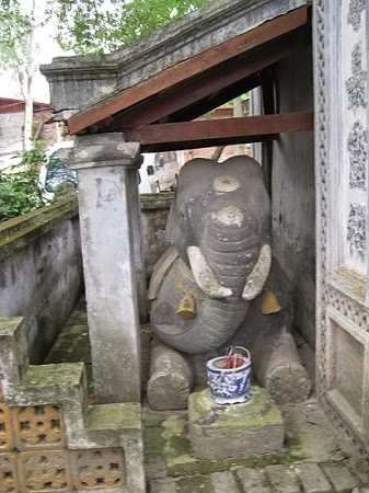 """Voi Phuc - The western """"guardian Temple"""" of ancient Thang Long."""