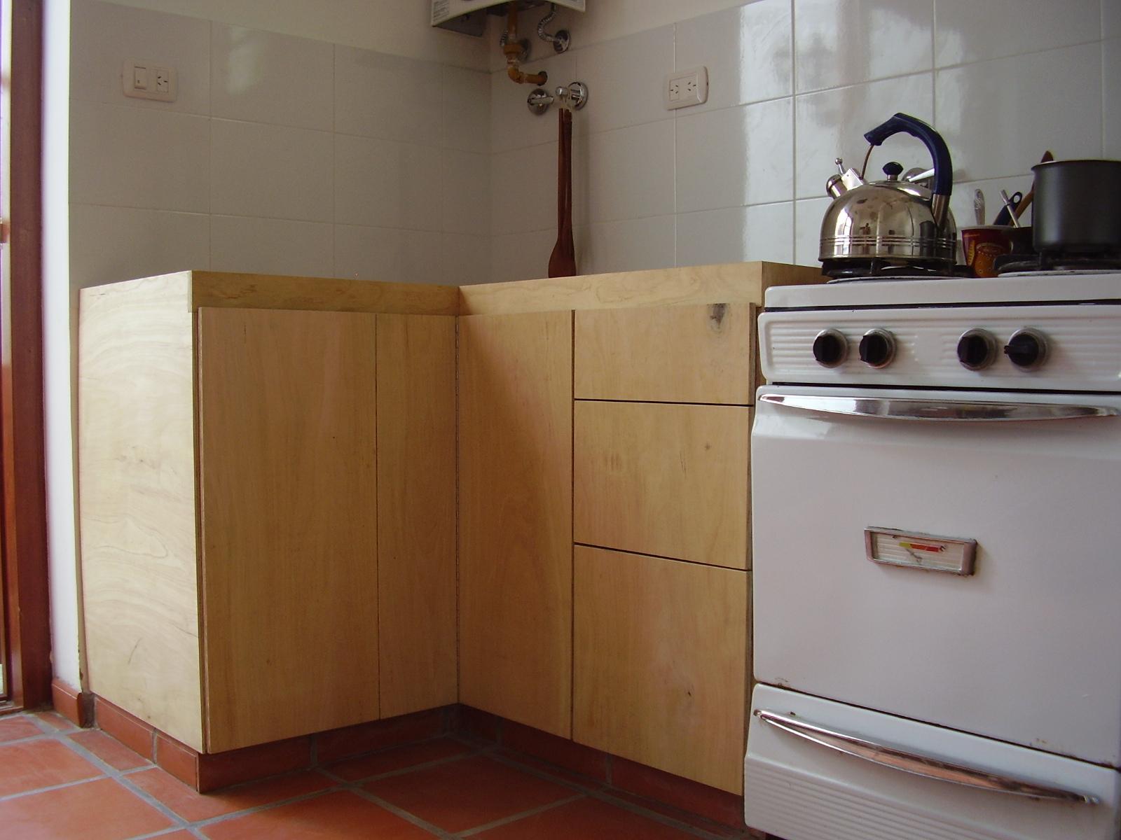 Muebles sensibles en madera bajo mesada fen lico - Tarima para cocina ...