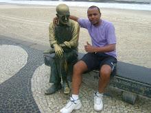 Carlos Drummond de Andrade e Fuzzil em Copacabana,