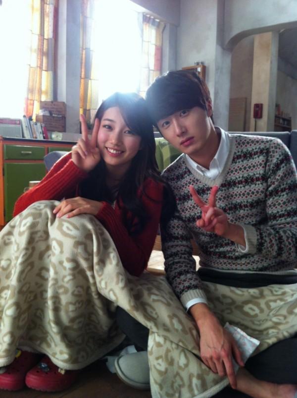 Suzy & Jung Il Woo Selca Saat Syuting CF 'Domino'_01