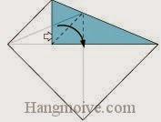 Bước 4: Mở lớp giấy trên cùng ra, kéo và gấp sang phải.