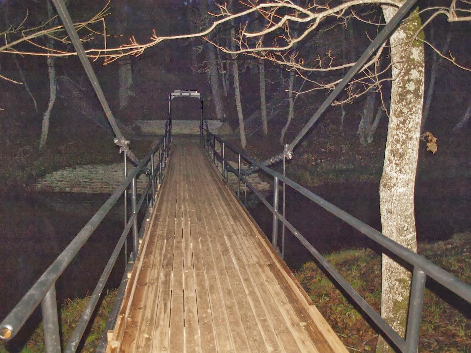 Окрестности замка Кейла-Йоа. Висячий мост