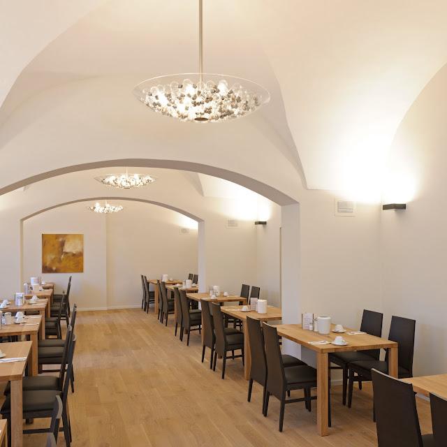kloster holzen tagungshotel speisesaal steng licht
