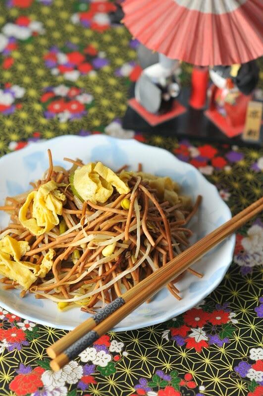 http://www.kikucorner.com/2015/04/10/japanese-canadian-chow-mein/