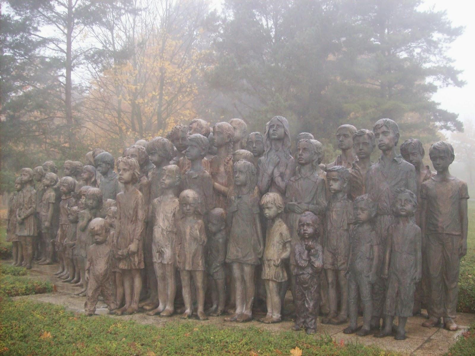 Escultura em memória das crianças