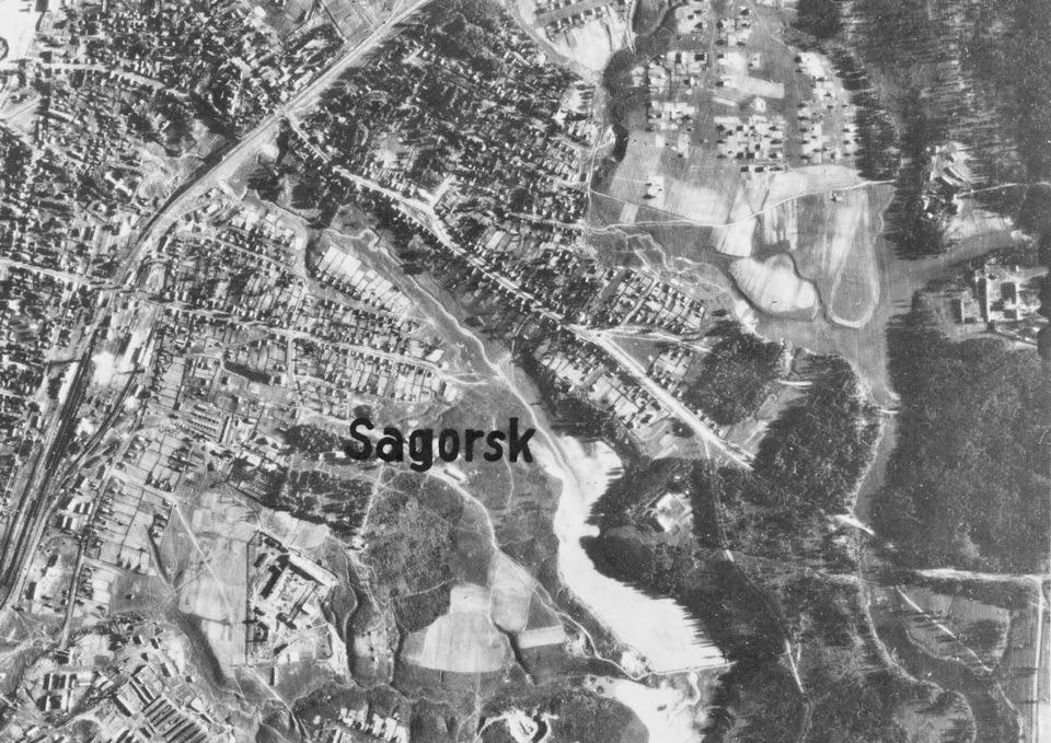 Немецкая аэрофотосъемка Загорска 1942 года (фрагмент с дорогой от Черниговского скита).