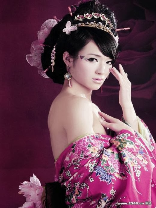 Chinese drag in pink dress