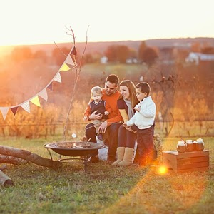 Röbller Vineyard's brilliant sunsets out in the country create perfect backdrops for family photo sessions.
