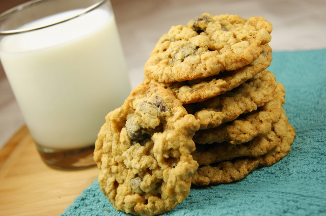 The Kitchen is My Playground: Chewy Oatmeal Raisinet Cookies